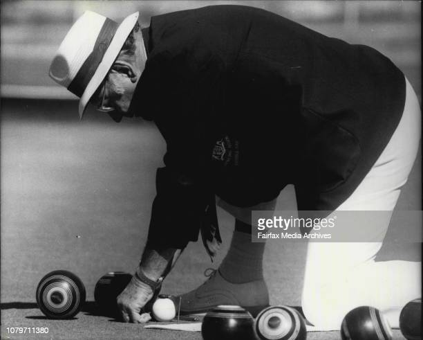 Seen in action are measuring a vital point is the umpire Mr Bill Davey chairman of umpiresThe final of the Double Bay Master Pairs October 20 1978
