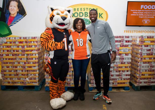 OH: Cincinnati Bengals' AJ Green And His Mom Donate 50,000 Bowls Of Campbell's Chunky Soup To Cincinnati Freestore Foodbank