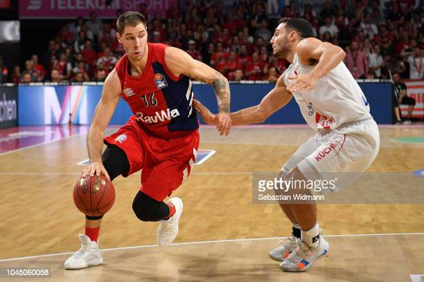 Sefan Jovic of Bayern Muenchen and Maximilian Dileo of Vechta compete for the ball during the easyCredit BBL Bundesliga match between FC Bayern...