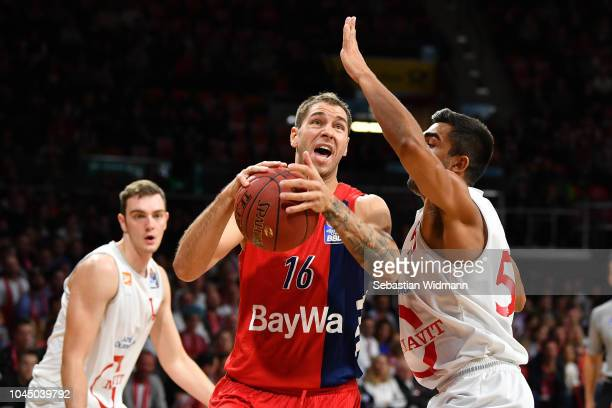 Sefan Jovic of Bayern Muenchen and Venkatesha Jois of Vechta compete for the ball during the easyCredit BBL Bundesliga match between FC Bayern...