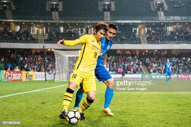 Segawa Yusuke of Kashiwa Reysol battles for the ball with Kim Bongjin of Kitchee SC during the AFC Champions League Group E match between Kitchee and...