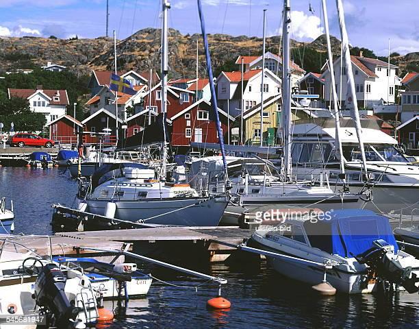Segel- und Motorboote im Hafen von Hällevik - 1999