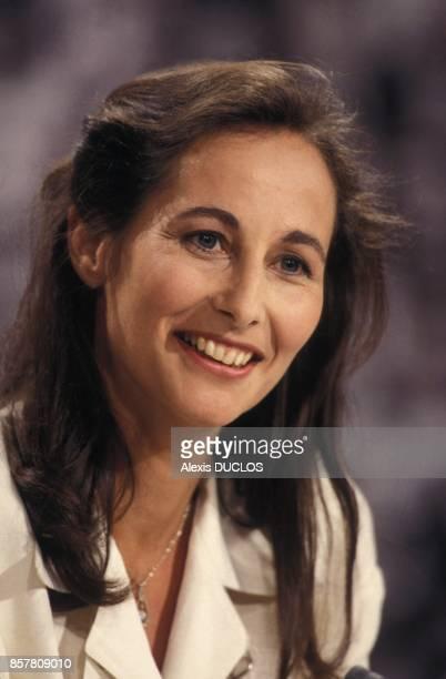 Segolene Royal a l'emission televisee 'L'Heure de verite' sur Antenne 2 le 26 juin 1994 a Paris France