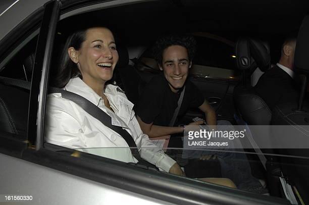 Segolene Royal Going Back To Paris 22 avril 2007 Ségolène ROYAL rentre à Paris en compagnie de son fils Thomas et de Julien DRAYle 22 avril retour a...