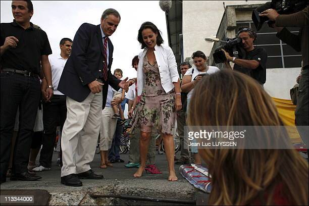 Segolene Royal Meets Maud Fontenoy Before Her Crossing Around The World In The Presence Of Patrick Poivre D Arvor On October 14Th 2006 In SaintDenis...