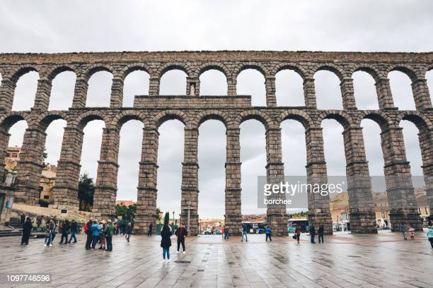 acueducto de segovia - segovia stock pictures, royalty-free photos & images