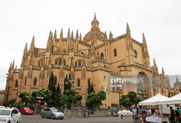 segovia cathedral or catedral de segovia in plaza mayor in the city of segovia - {{asset.href}} stock pictures, royalty-free photos & images