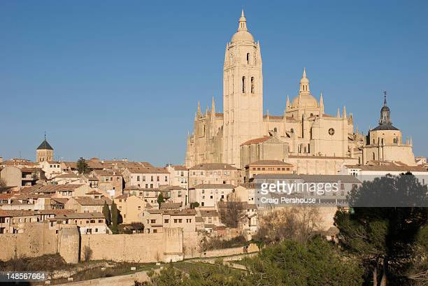 segovia cathedral towers behind houses of the old town and city wall. - segovia stock pictures, royalty-free photos & images