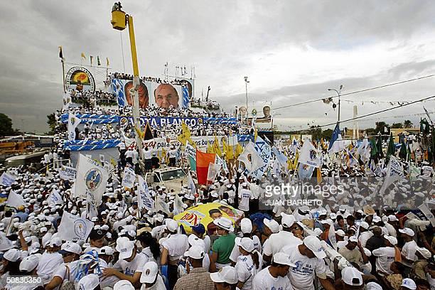 Seguidores del actual presidente de Republica Dominicana y candidato presidencial Hipolito Mejia ondean banderas del Partido Revolucionario...