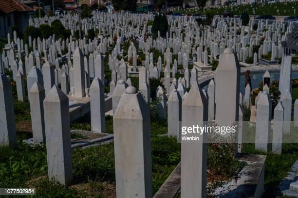 sehidsko mezarje kovaci - bósnia herzegovina - fotografias e filmes do acervo