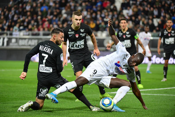 Championnat de France de football LIGUE 1 2018-2019-2020 - Page 31 Sehrou-guirassy-of-amiens-and-haris-belkebia-of-brest-during-the-1-picture-id1179559586?k=6&m=1179559586&s=612x612&w=0&h=2SR6cS5WXkTUnEAI0Z5oCYdtgkgYCGBmIP_noaWyEEo=