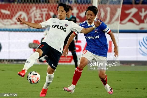 Sei Muroya of FC Tokyo and Jun Amano of Yokohama F.Marinos compete for the ball during the J.League Meiji Yasuda J1 match between Yokohama F.Marinos...