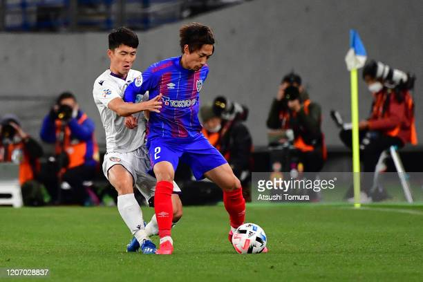Sei Muroya of FC Tokyo controls the ball during the AFC Champions League Group F match between FC Tokyo and Perth Glory at Ajinomoto Stadium on...