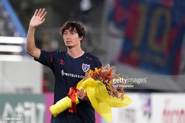 Sei Muroya of FC Tokyo waves to the fans as he moves to Hannover 96 of Germany after the J.League Meiji Yasuda J1 match between FC Tokyo and Nagoya...