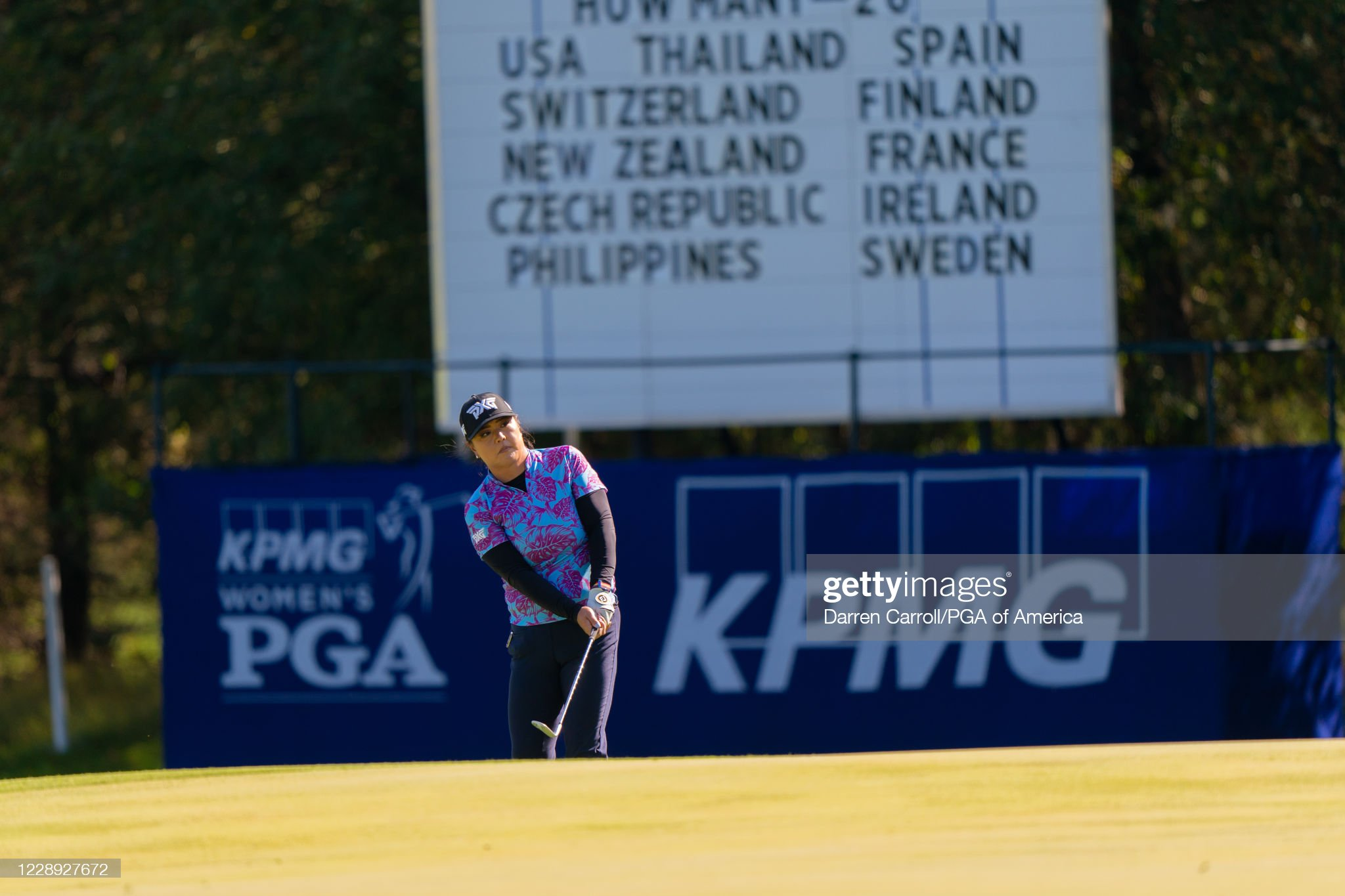 https://media.gettyimages.com/photos/sei-young-kim-of-the-republic-of-korea-chips-onto-the-13th-green-a-picture-id1228927672?s=2048x2048