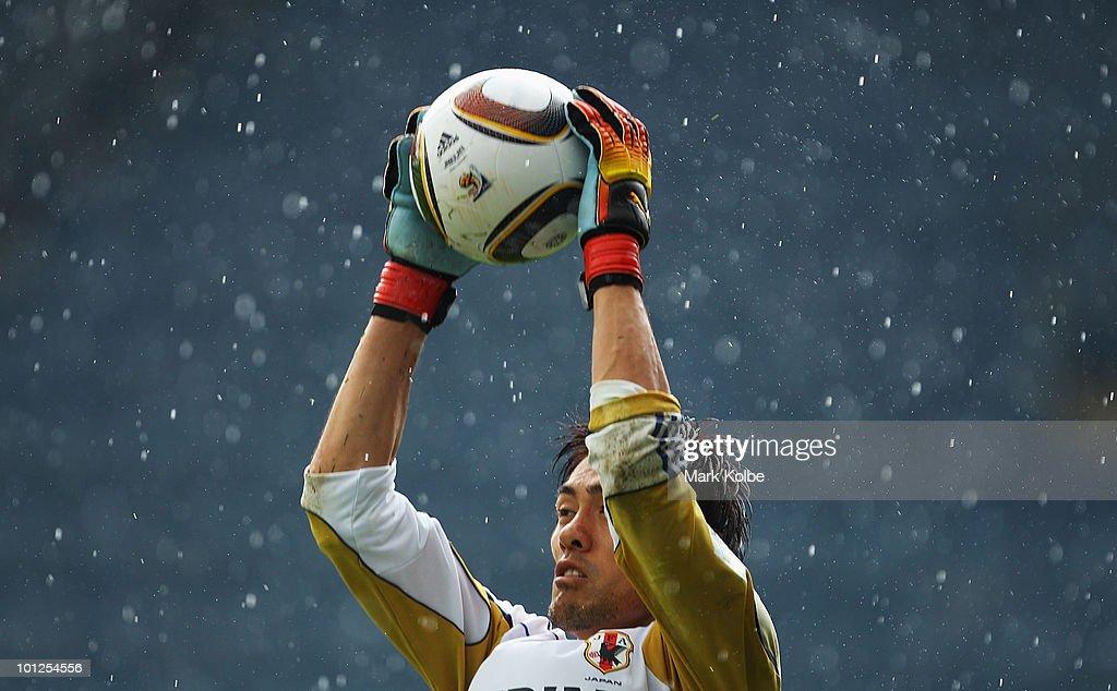 Seigo Narazaki catches a ball during a Japan training session at UPC-Arena on May 29, 2010 in Graz, Austria.