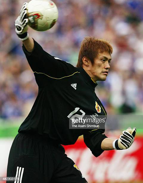 Seigo Narazaki of Japan in action during the FIFA World Cup Korea/Japan Group H match between Tunisia and Japan at Nagai Stadium on June 14 2002 in...