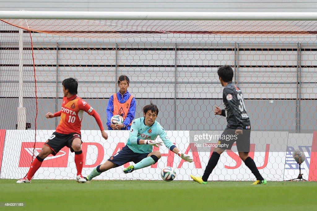 Seigo Narazaki of Nagoya Grampus fails to stop the equaliser during the J. League match between Nagoya Grampus and Urawa Red Diamonds at the Toyota Stadium on April 12, 2014 in Toyota, Japan.