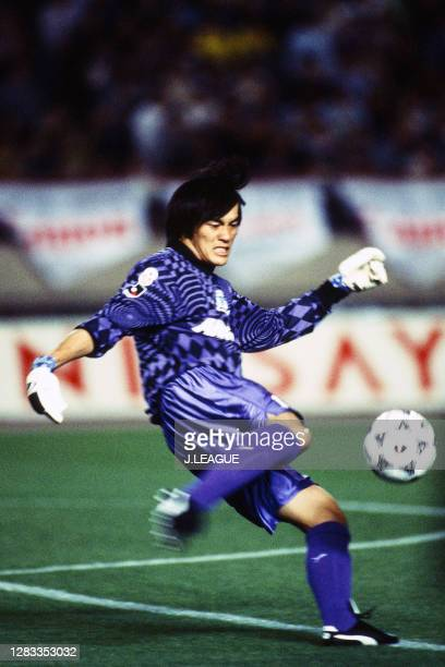 Seigo Narazaki of Yokohama Flugels in action during the J.League first stage match between Yokohama Flugels and Kashiwa Reysol at the National...