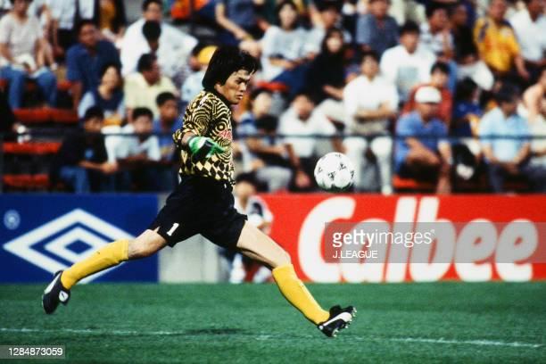 Seigo Narazaki of Yokohama Flugels in action during the J.League second stage match between Shimizu S-Pulse and Yokohama Flugels at the Nihondaira...