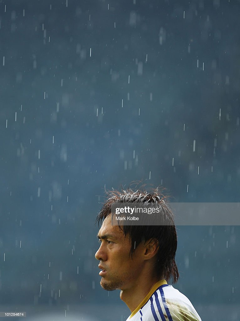 Seigo Narazaki watches on during a Japan training session at UPC-Arena on May 29, 2010 in Graz, Austria.