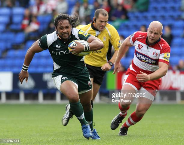 Seilala Mapusua of London Irish makes a break during the Aviva Premiership match between London Irish and Gloucester at the Madejski Stadium on...
