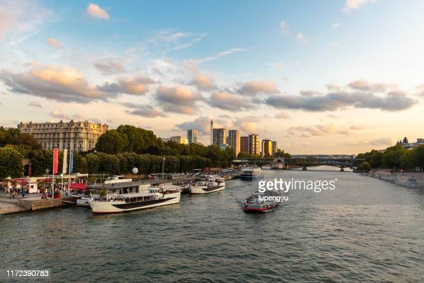 seine river at sunrise,paris - river seine stock pictures, royalty-free photos & images