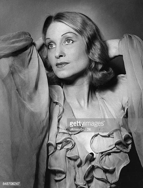 Seipp Hilde Actress Singer Germany* in the operetta 'Hochzeitsnacht imParadies` by Heinz Hentschke MetropolTheater Berlin Photographer Charlotte...