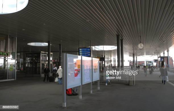 Seit Anfang Februar 2013 wurden hier auf dem Bahnhofsvorplatz Gesundbrunnen die kuenftigen Bauarbeiten fuer den Neubau des Empfangsgebaeudes...