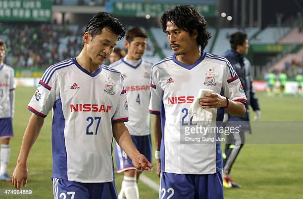 Seitaro Tomisawa and Yuji Nakazawa of Yokohama F. Marinos leave after the AFC Champions League match between Jeonbuk Hyundai Motors and Yokohama F....