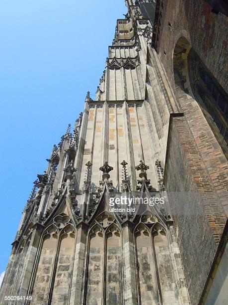Seitenansicht des 1616 m hohen Turm des Münsters aufgenommen in Ulm am 17 Juli 2013