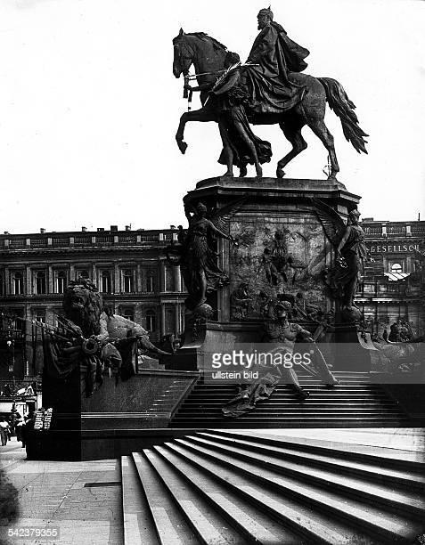 Seitenansicht des Denkmals für KaiserWilhelm I an der SchlossfreiheitEntwurf Reinhold Begas um 1905