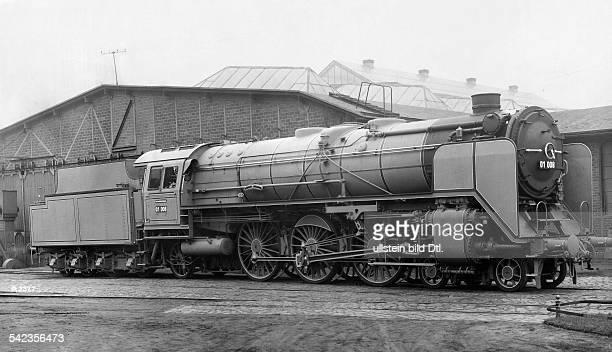 Seitenansicht einer grossen Zweizylinder Schnellzuglokomotive von Borsig 1925