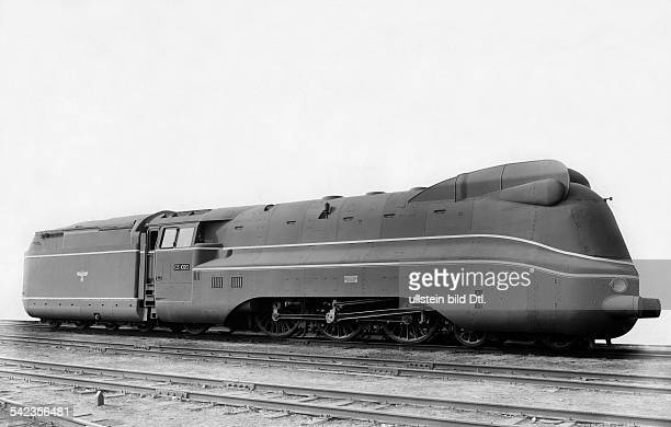 Seitenansicht einer Stromlinien Lokomotive mit Tender 03_1020 der Firma Borsig veroeffentl in der Bild Volkszeitung vom 2831941