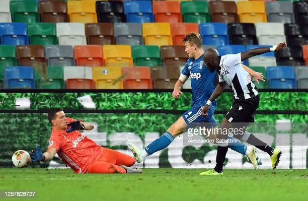 Seko Fofana of Udinese Calcio scores his team's second goal during the Serie A match between Udinese Calcio and Juventus at Stadio Friuli on July 23...