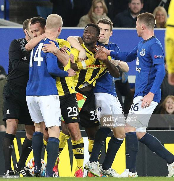 Sekou Sanogo Junior of BSC Young Boys is separated from Everton's Steven Naismith during the UEFA Europa League round of 32 soccer match between...