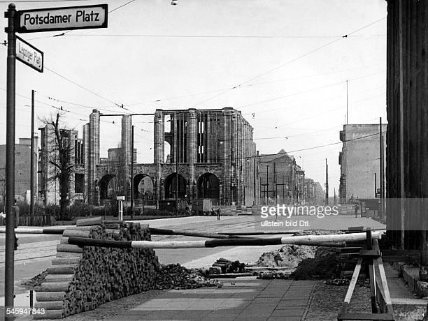 Sektorengrenze mit Strassensperre amPotsdamer/Leipziger Platz 1956