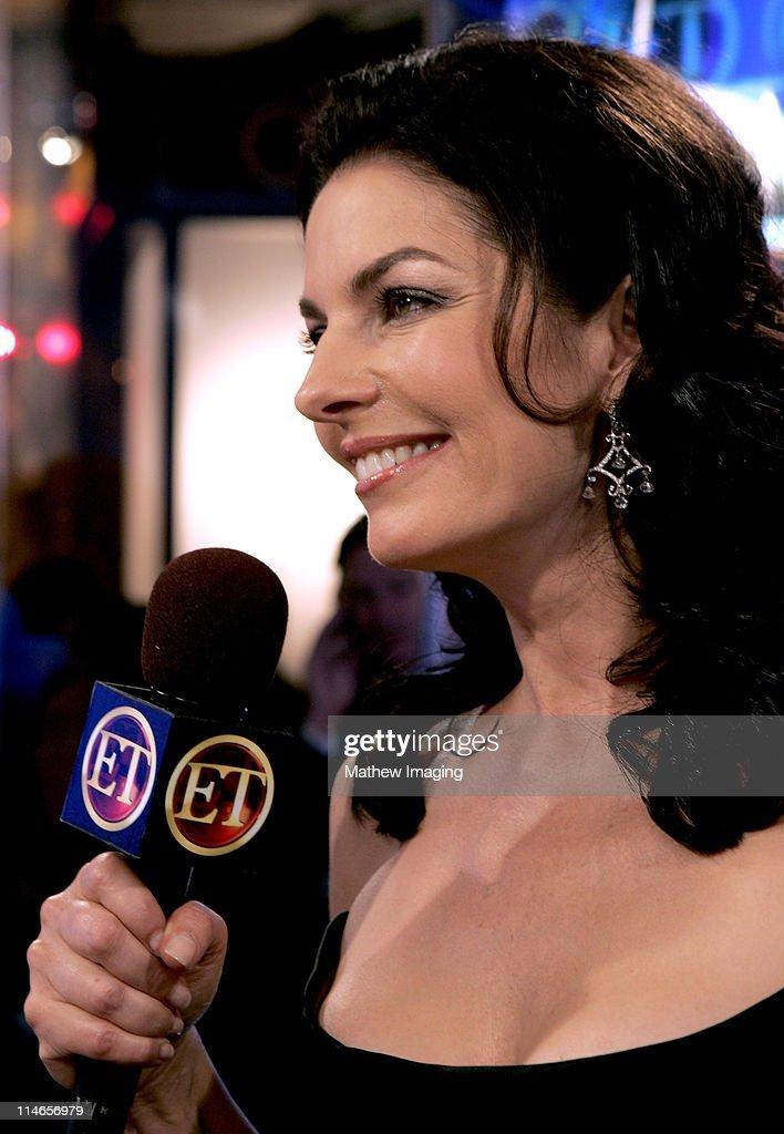 57th Annual Primetime Emmy Awards - Entertainment Tonight Backstage : News Photo