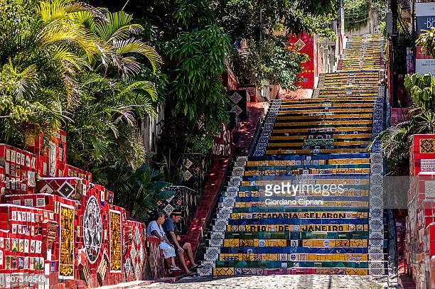 selaron's stairs (escadaria selarón). - rio de janeiro imagens e fotografias de stock