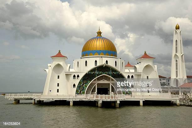 selat melaka masjid or strait mosquee - masjid selat melaka stock pictures, royalty-free photos & images