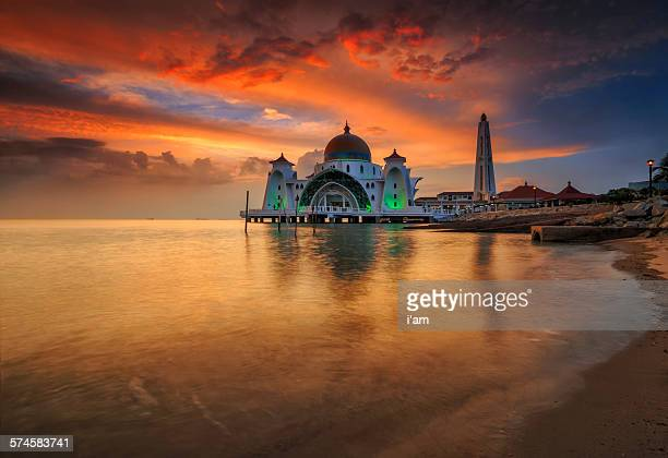 selat melaka mosque - tunisia stock pictures, royalty-free photos & images