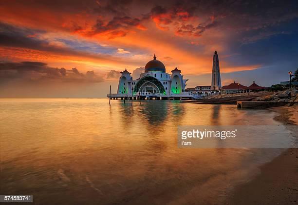 selat melaka mosque - tunesien stock-fotos und bilder