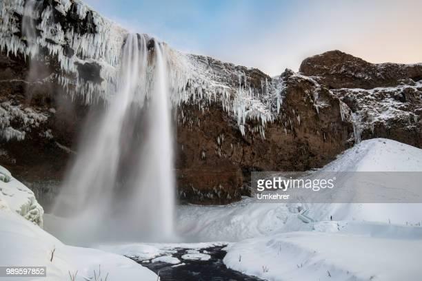 Seldjalandsfoss in Island auf Sonnenuntergang im winter