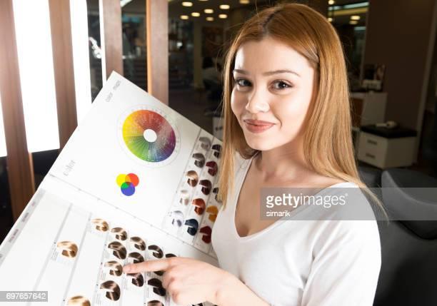 selecionar a cor do cabelo - tintura - fotografias e filmes do acervo