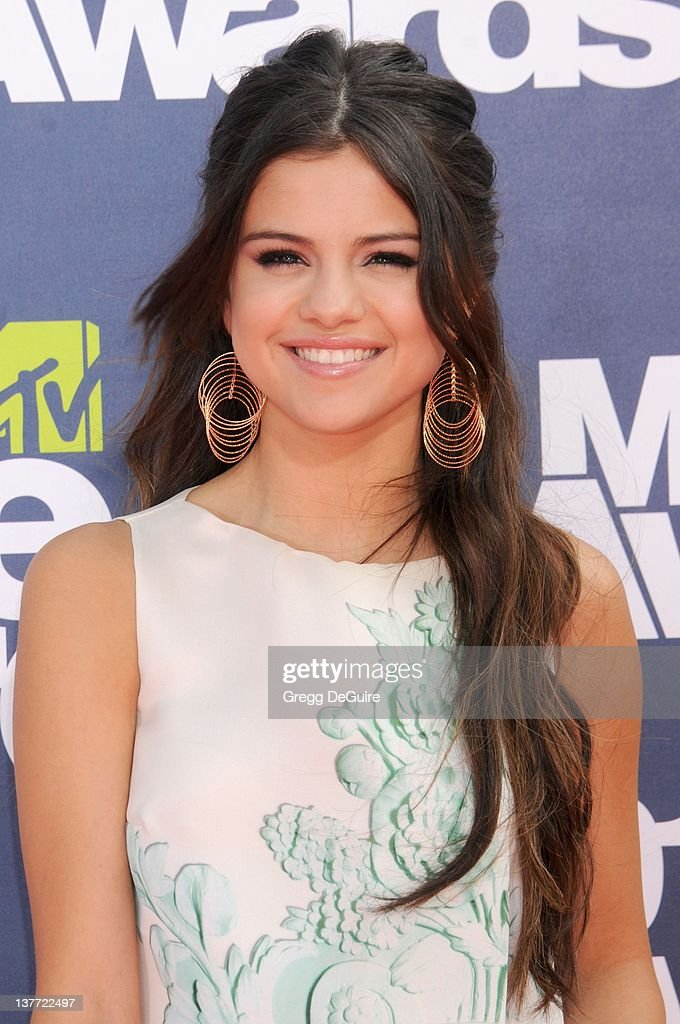 Selena Gomez arrives at the 2011 MTV Movie Awards at the Gibson Amphitheatre on June 5, 2011 in Universal City, California.