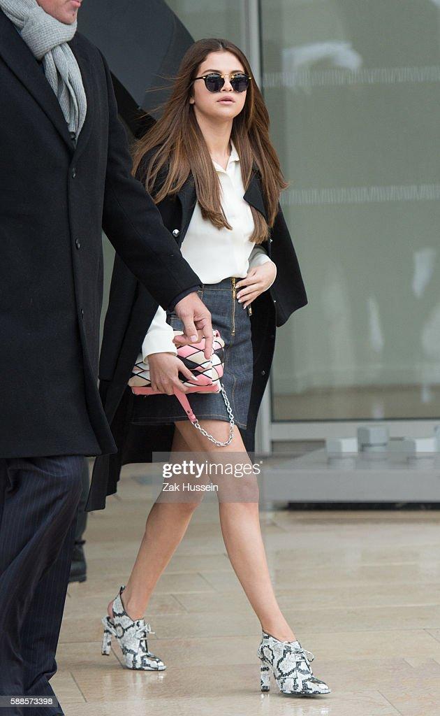 FRANCE - Paris Fashion Week - Louis Vuitton Arrivals : News Photo