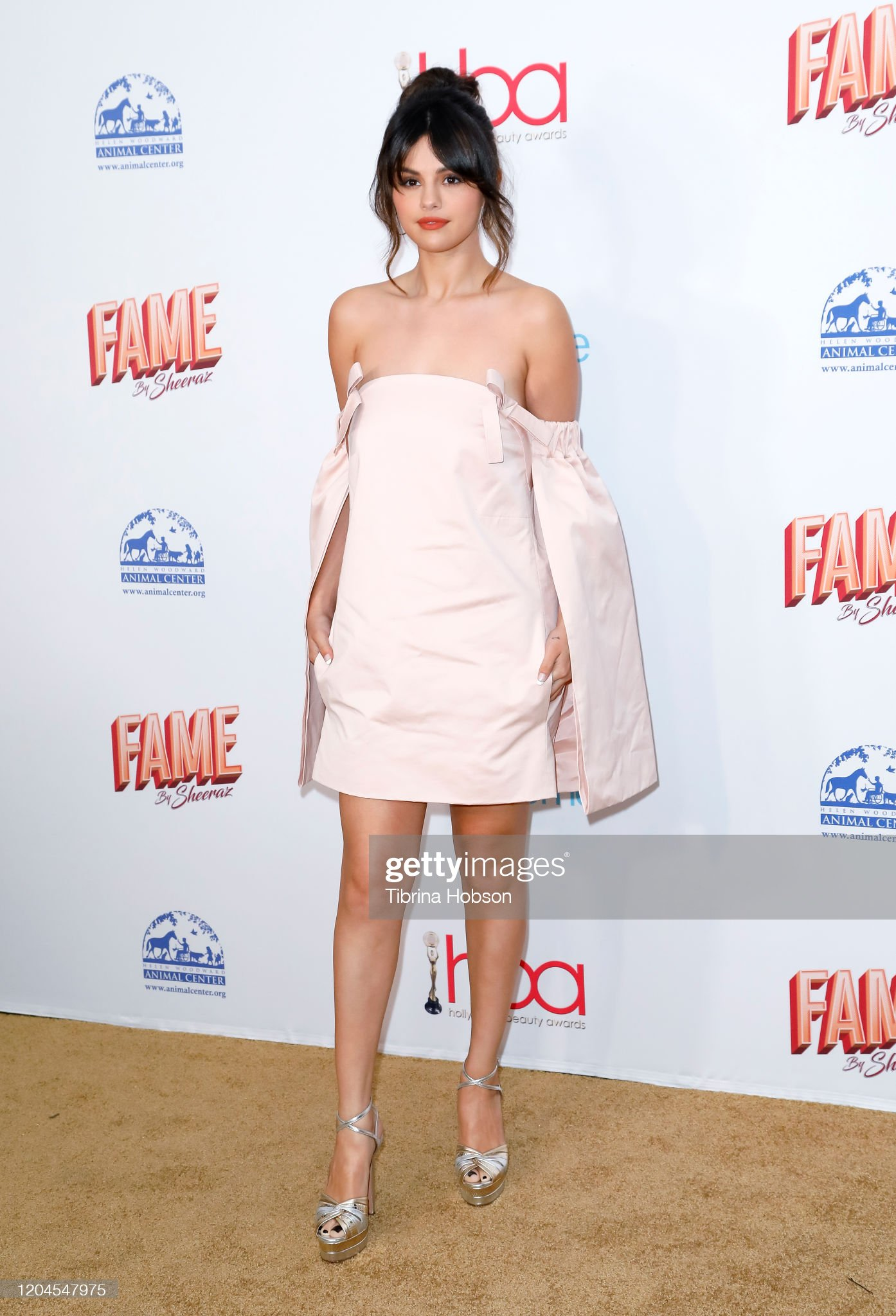 DEBATE sobre guapura de famosos y famosas - Página 5 Selena-gomez-attends-the-2020-hollywood-beauty-awards-at-the-taglyan-picture-id1204547975?s=2048x2048