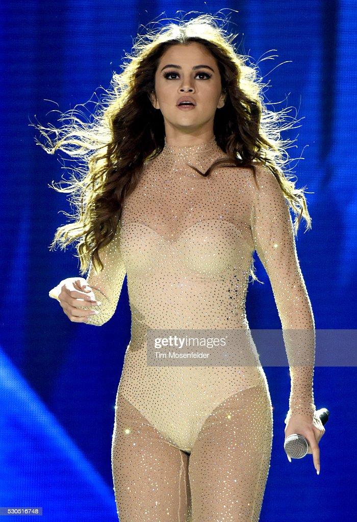Selena Gomez And DNCE Perform At Sleep Train Arena : News Photo