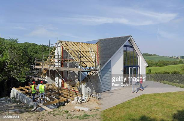self build house before and after - industrie du bâtiment photos et images de collection