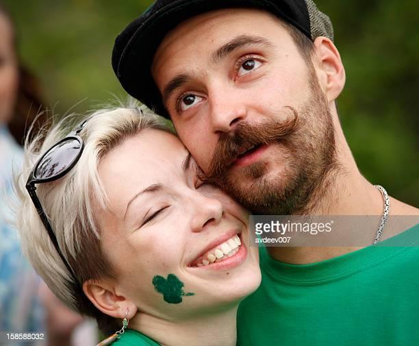 couple heureux portrait de Saint Patrick Day